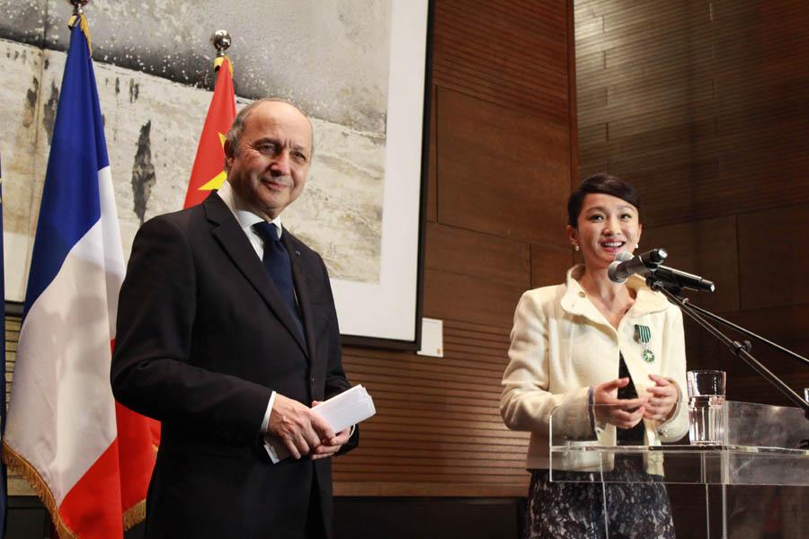 周迅/法国外长在法兰西艺术与文学授勋仪式上的讲话
